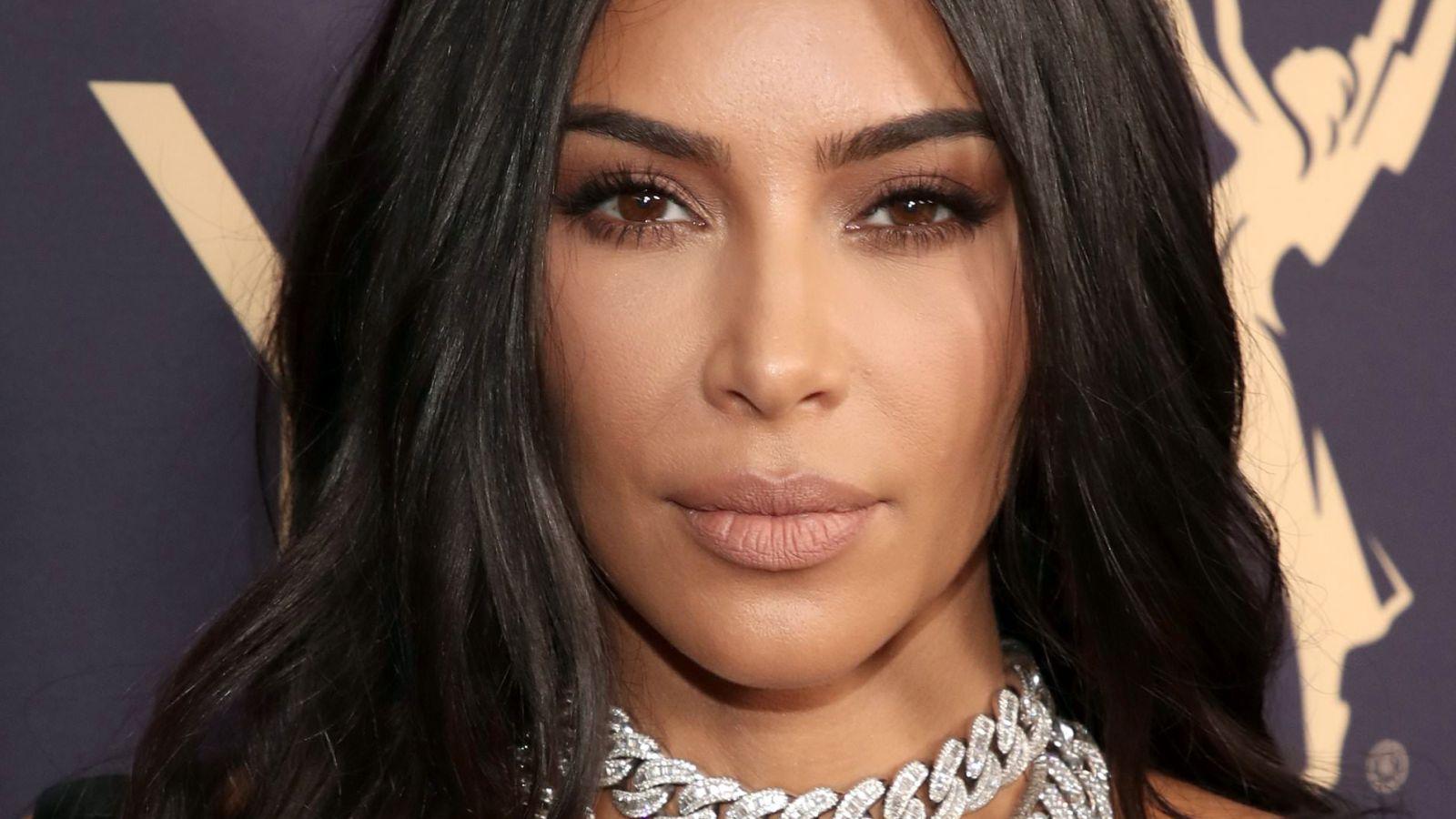 Kim Kardashian: Μας κάνει ένα μίνι σεμινάριο μακιγιάζ [vid]