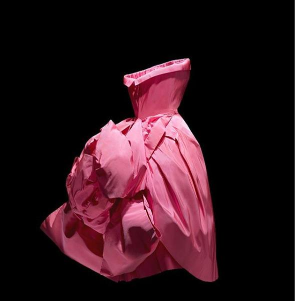 Christian Dior Designer of Dreams: Δείτε ψηφιακά τη μαγική έκθεση του οίκου [vid]
