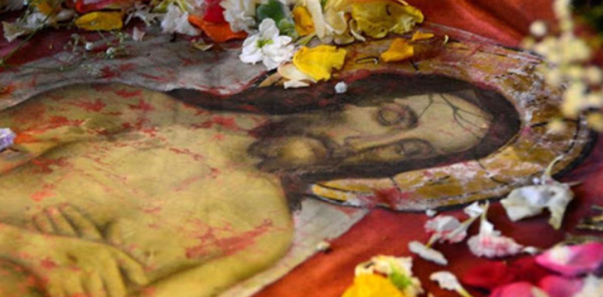 Μεγάλη Παρασκευή: Ημέρα θρήνου με τρία Εγκώμια από την Κατερίνα Λέχου και τη Σοφία Μάνου [vid]