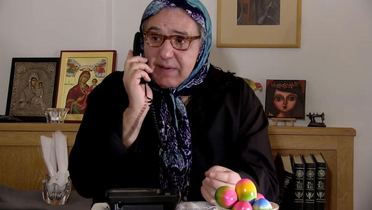Ιεροκλής Μιχαηλίδης Άγαμοι Θύται: Η γιαγιά κάνει «La Πάσχα de Papel» [vid]