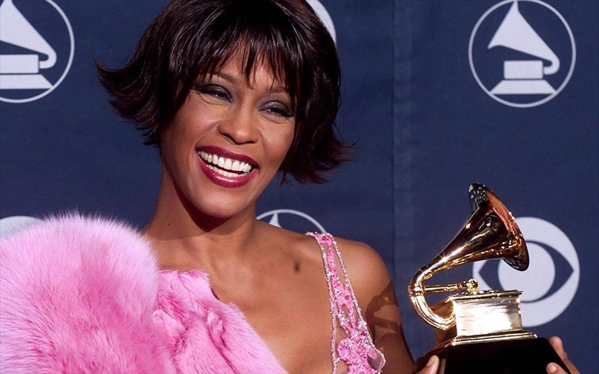 Whitney Houston – I wanna dance with somebody: Ετοιμάζεται η ταινία που παρουσιάζει τη ζωή της