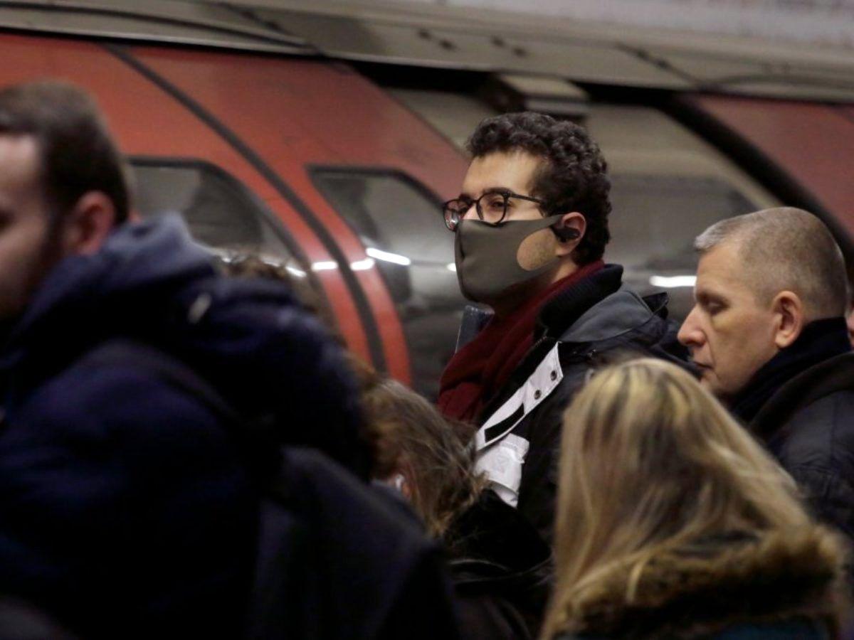 Κορονοϊός μάσκες: Σχεδόν σίγουρη η υποχρεωτική χρήση μάσκας σε κλειστούς χώρους – Σήμερα οι ανακοινώσεις [vid]