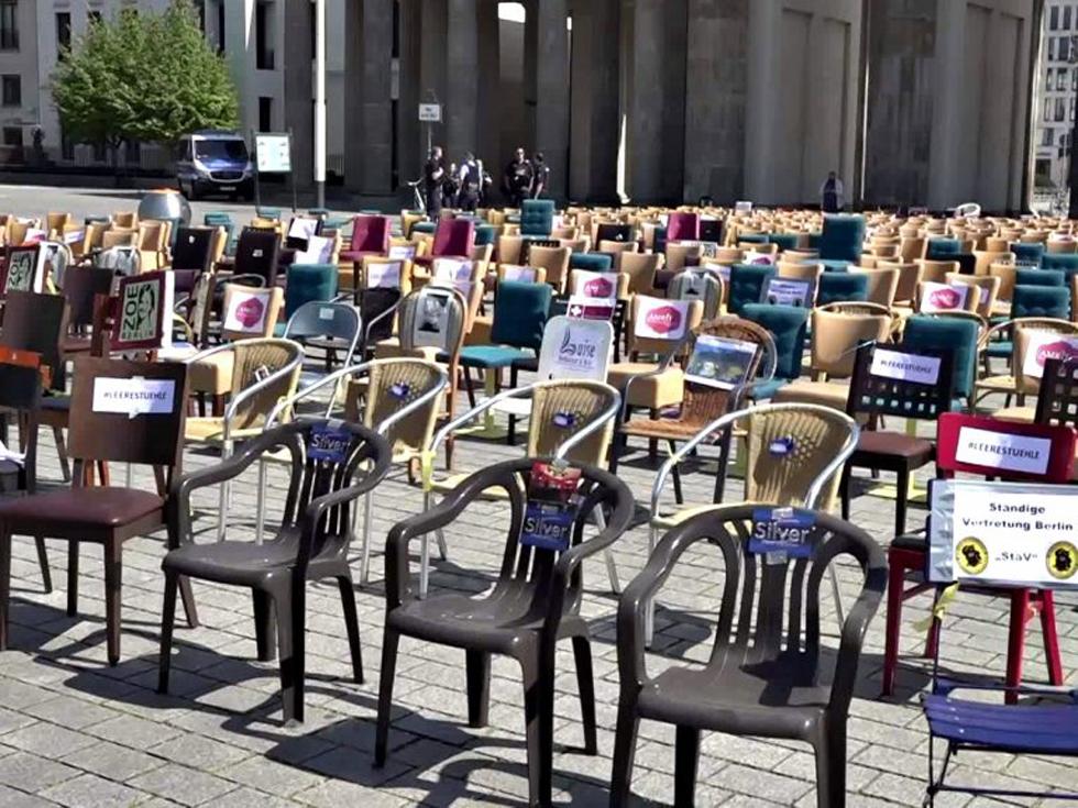 Empty chairs: Σήμερα η διαμαρτυρία των επαγγελματιών της εστίασης σε Σύνταγμα και Λευκό Πύργο [vid]