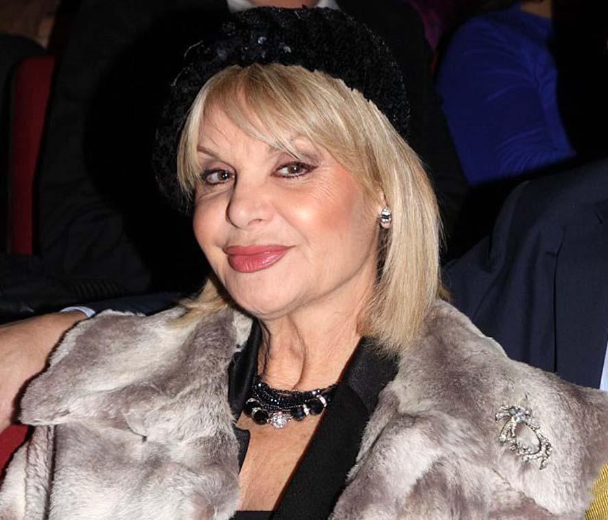Μαρία Ιωαννίδου: Παντρεύτηκε μέσω skype με μάρτυρα το σκυλάκι της [vid]