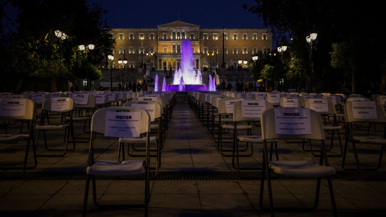 Empty chairs: Άδειες καρέκλες στο Σύνταγμα και όλη την Ελλάδα – Η διαμαρτυρία των επαγγελματιών στην εστίαση [pics]