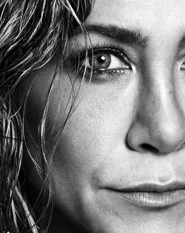 Jennifer Aniston: Η άσεμνη χειρονομία στον κορονοϊό [pic]