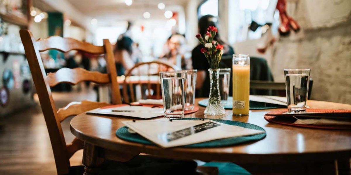 Εστίαση: Πως θα λειτουργήσουν από σήμερα καφετέριες και εστιατόρια [vid]