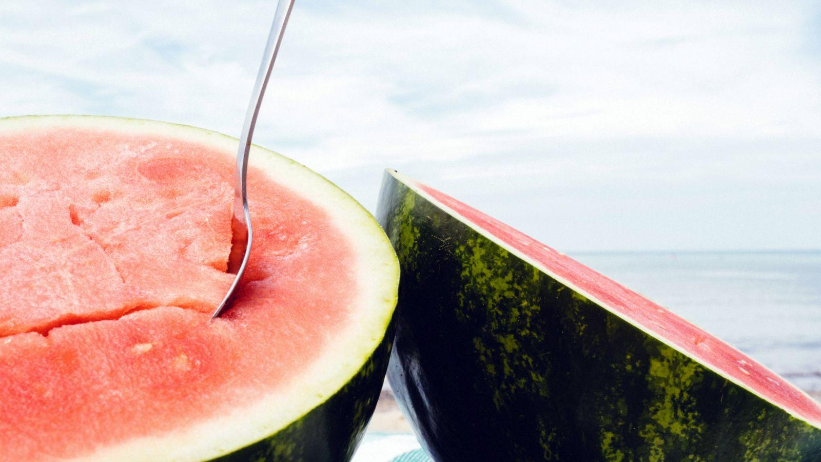 Harry Styles Watermelon Sugar: Ένα τραγούδι αφιερωμένο στο άγγιγμα και στο καρπούζι [vid]