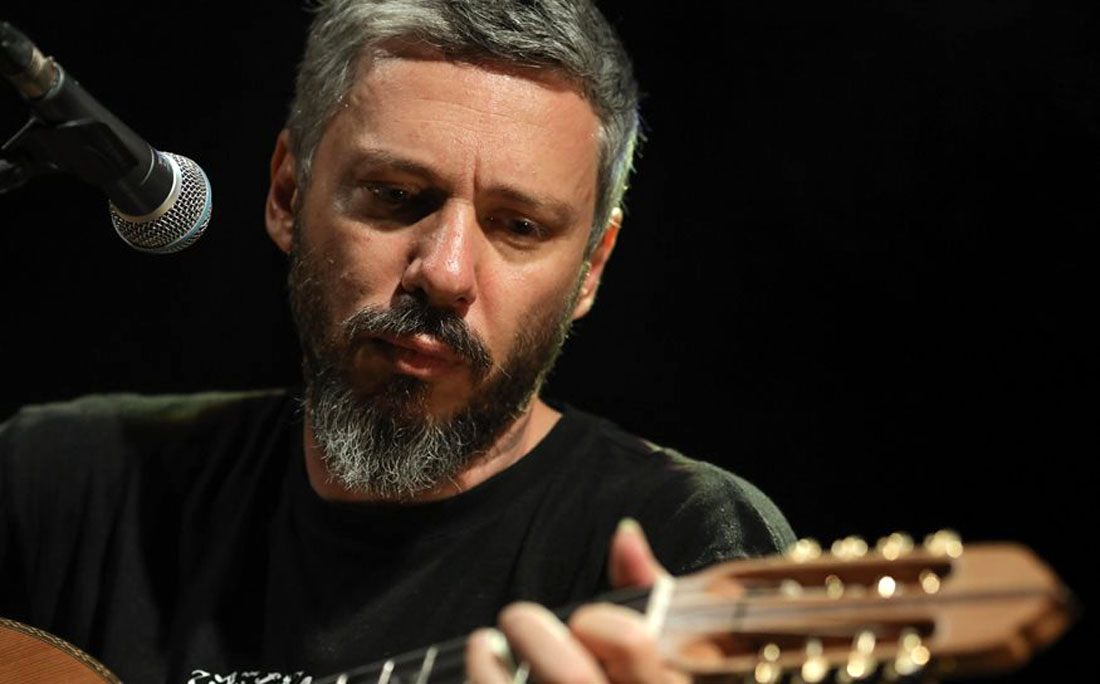 ΚΠΙΣΝ Αλκίνοος Ιωαννίδης: Live από τον Φάρο με μια κιθάρα και ένα λαούτο