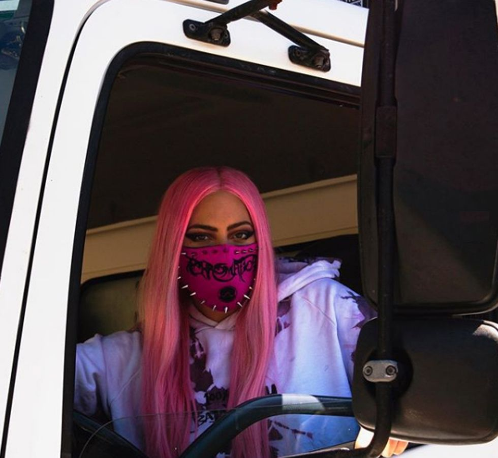 Lady Gaga Chromatica: Delivery πόρτα πόρτα το νέο της άλμπουμ [pics & vid]