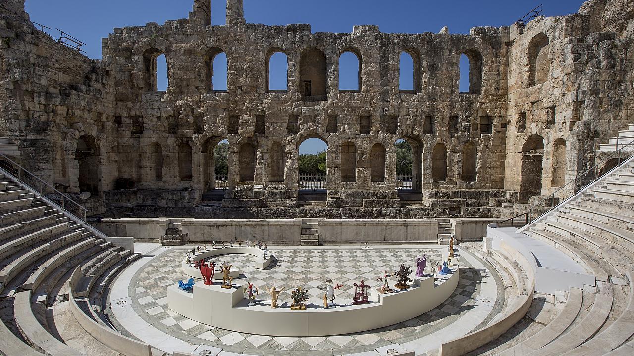 Μια διαφορετική πρεμιέρα στο Ηρώδειο – Mας υποδέχονται oι χορευτές του Διονύση Καβαλλιεράτου [pics]