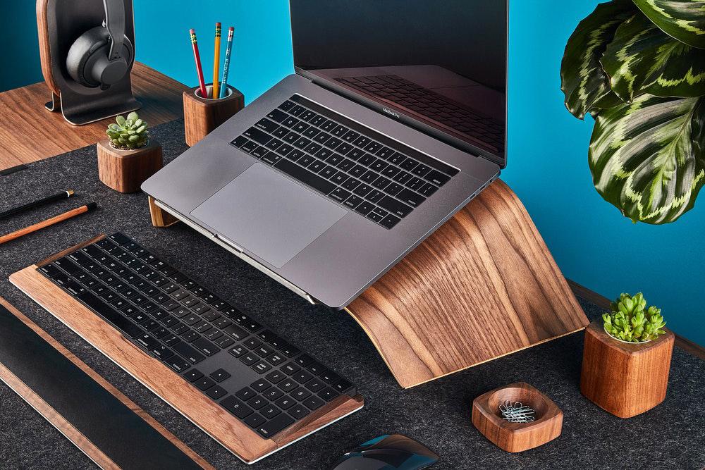 Αν θέλετε να δουλεύετε με στυλ, δείτε την πιο κομψή βάση για laptop [pic]