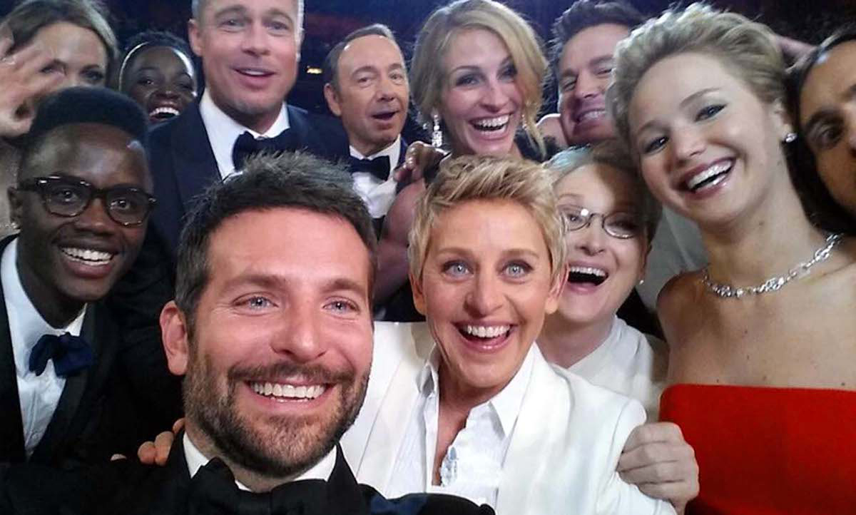 Πως να βγάλετε selfies με την παρέα σας χωρίς να είστε όλοι μαζί
