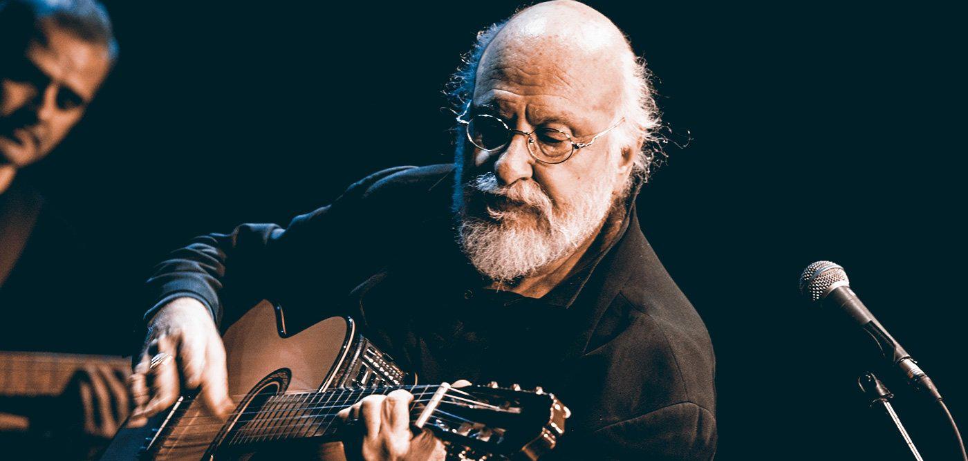 Ο Διονύσης Σαββόπουλος, μόνος με την κιθάρα του, ζωντανά από τον Θόλο του Πάρκου Σταύρος Νιάρχος