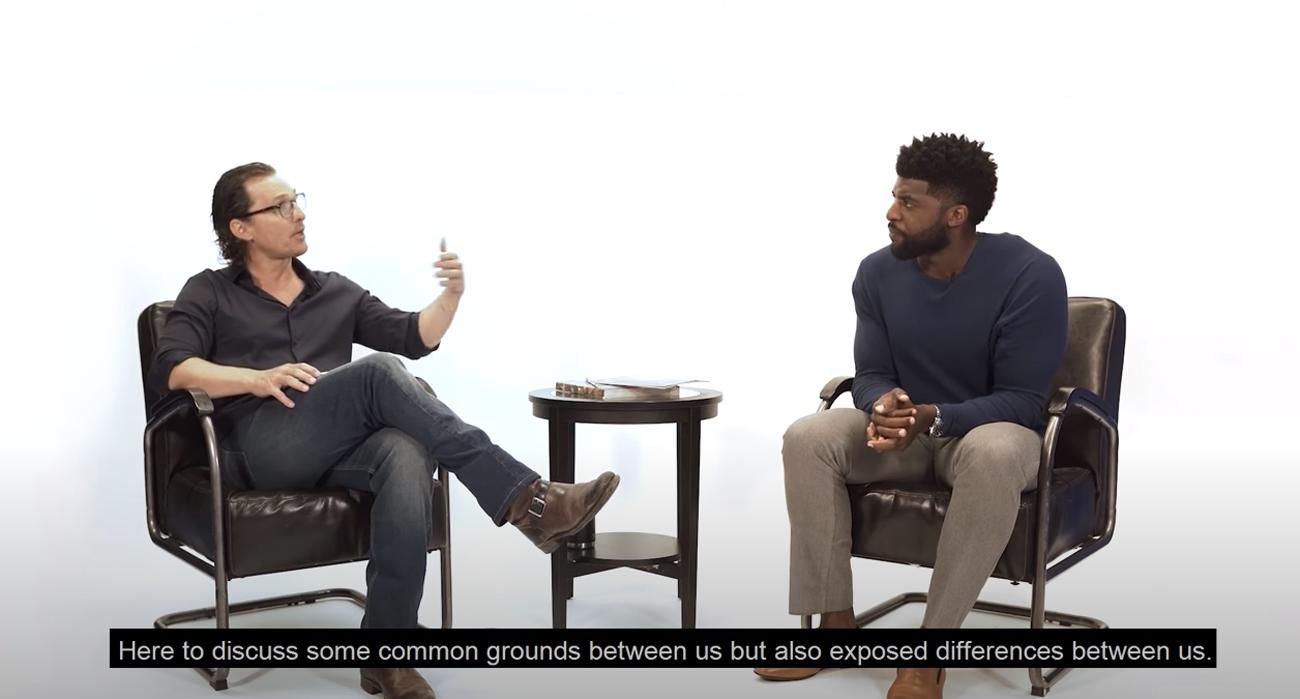 Άβολες συζητήσεις με ένα μαύρο άντρα – Ο Μάθιου ΜακΚόναχι και ο Εμάνιουελ Ατσο κάθισαν να τα πούνε [vid]