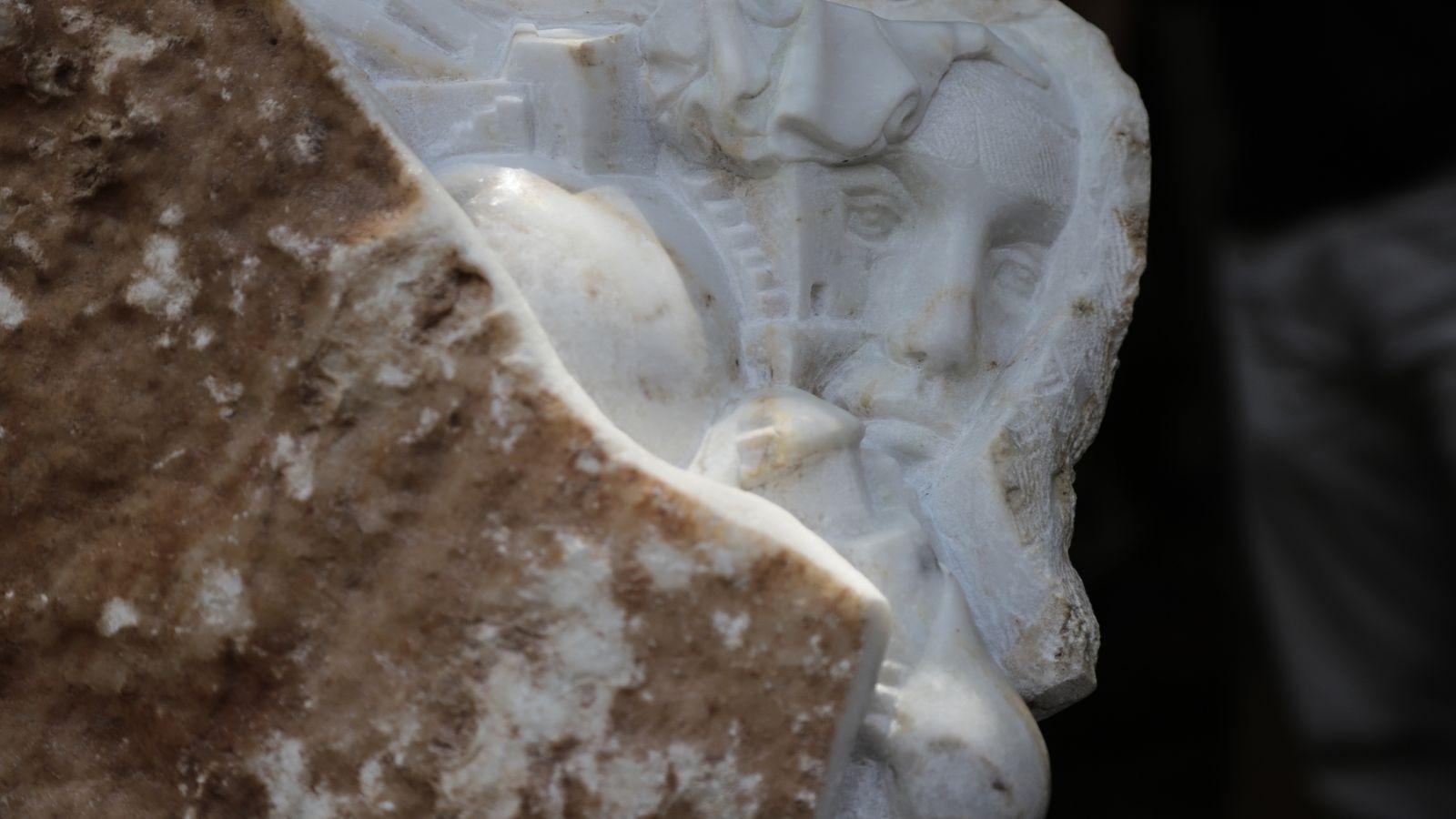 Αρλέτα: Μια μικρή συναυλία στα αποκαλυπτηρία του αγάλματος στα Εξάρχεια [vid & pics]