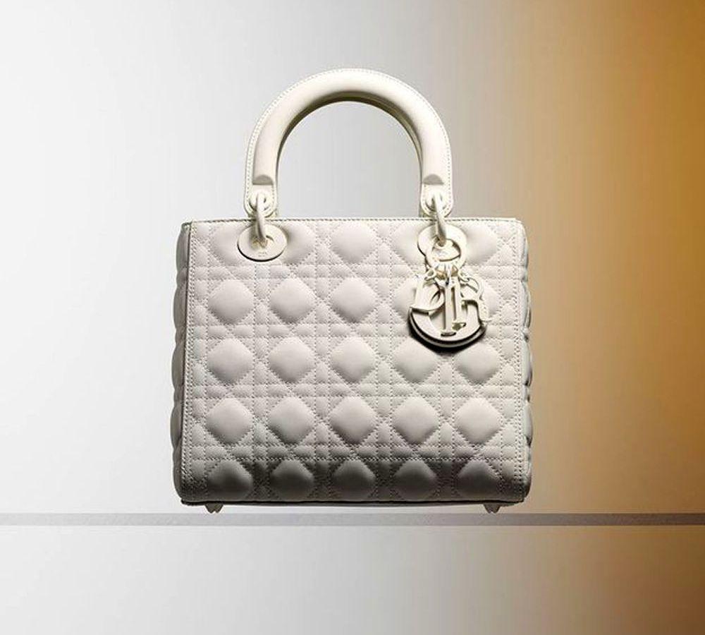 Lady Dior: Πως η διάσημη τσάντα του οίκου Dior έγινε η αγαπημένη της Lady Diana και πήρε το όνομα της πριγκίπισσας