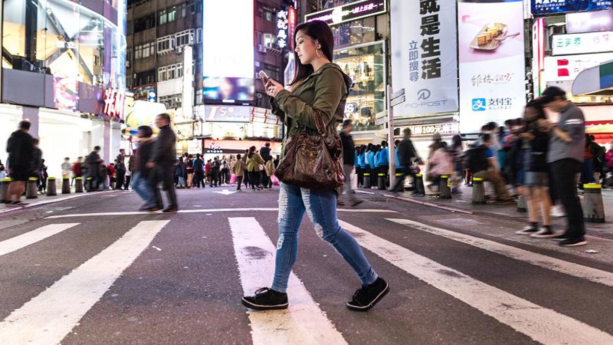 Ποια χώρα απαγόρευσε τη χρήση κινητών σε δημόσιους χώρους