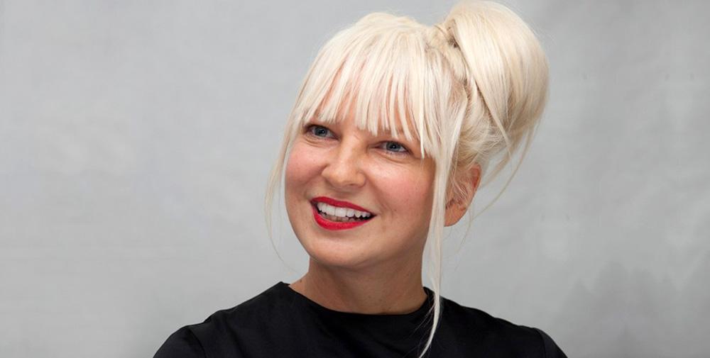 Η Sia έγινε γιαγιά στα 44 της – Πρόσφατα υιοθέτησε 2 γιους 18 ετών