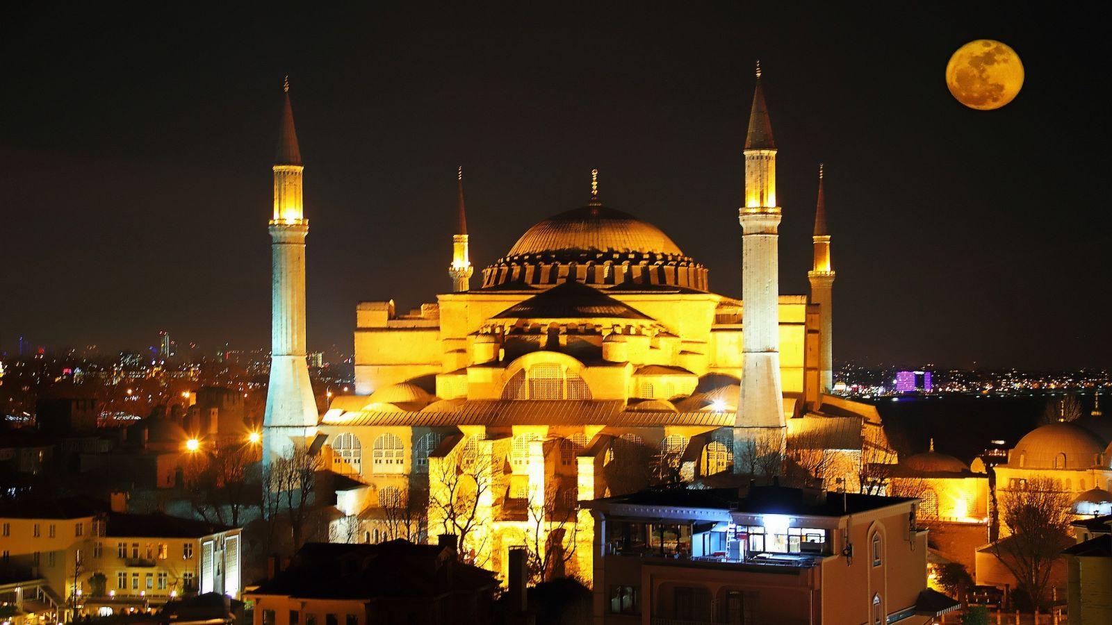Έκλεισε η Αγία Σοφία: Κόκκινο χαλί 14.000 τμ ετοιμάζουν οι Τούρκοι – Όλες οι αλλαγές