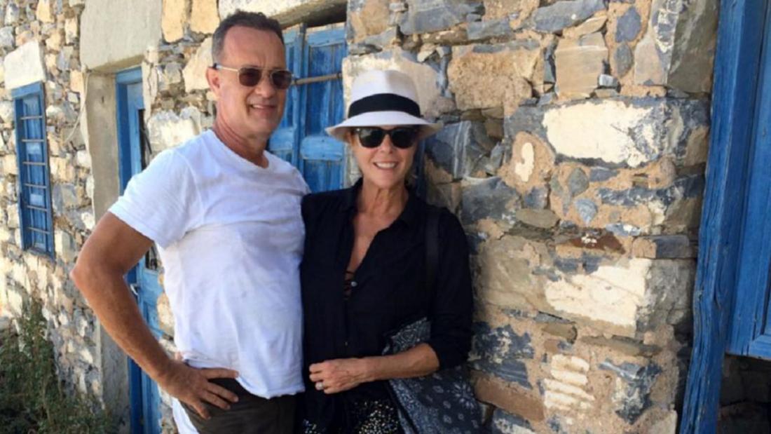 Τομ Χανκς – Ρίτα Γουίλσον: Με μάσκες και όλα τα απαραίτητα μέτρα κατέφθασαν στο σπίτι τους στην  Αντίπαρο [pics]