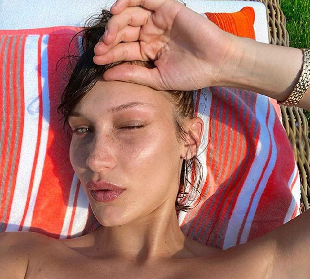 Bella Hadid: Στην υποβρύχια φωτογράφιση για τα μαγιό του Calvin Klein όλα μοιάζουν καλοκαίρι [pics]