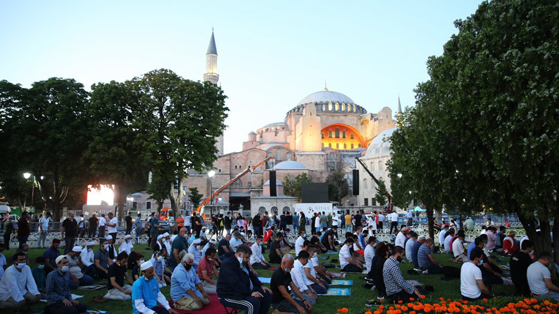 Αγιά Σοφιά: Σήμερα η πρώτη μουσουλμανική προσευχή – Ο συμβολισμός της 24ης Ιουλίου