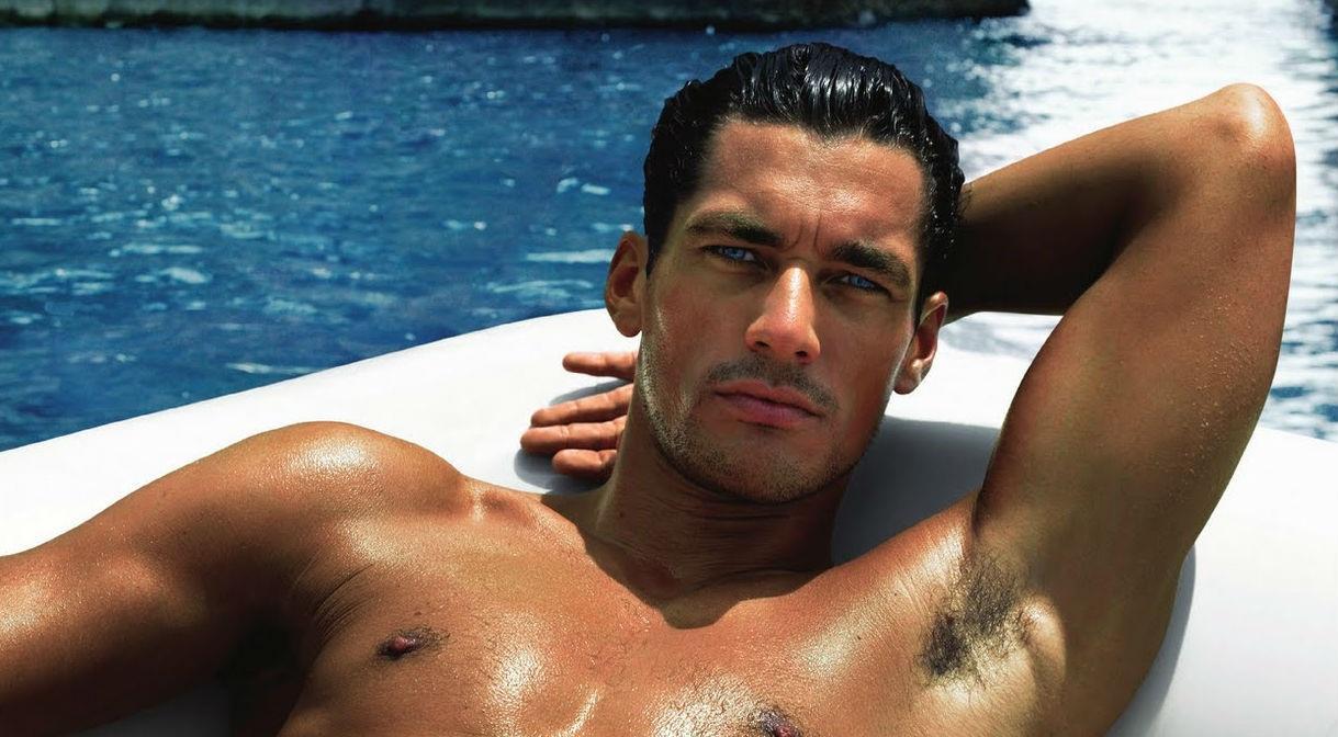 Ντέιβιντ Γκάντι: Κι όμως, ο ωραιότερος άντρας του κόσμου βρίσκεται στην Ελλάδα και κάνει διακοπές [pics & vid]