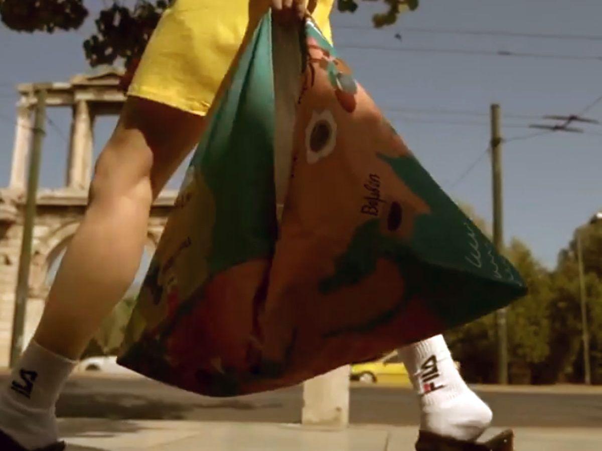 Waterbags: Οι απόλυτες καλοκαιρινές τσάντες από Έλληνες σχεδιαστές για καλό σκοπό