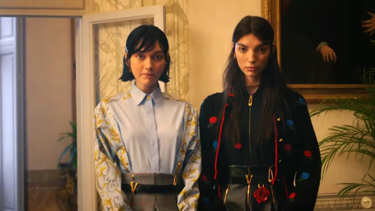 Versace: Ένα house πάρτι και ένα top model 20 χρόνια μετά, στην Pre Fall 2020 καμπάνια του οίκου