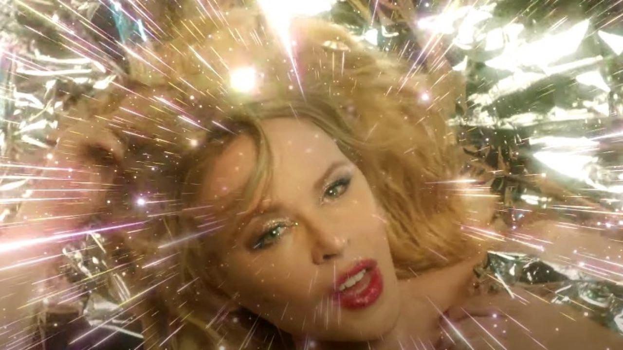 Say Something: Kylie is back – Το νέο βίντεο κλιπ της είναι καλύτερο από ότι περιμέναμε [vid]