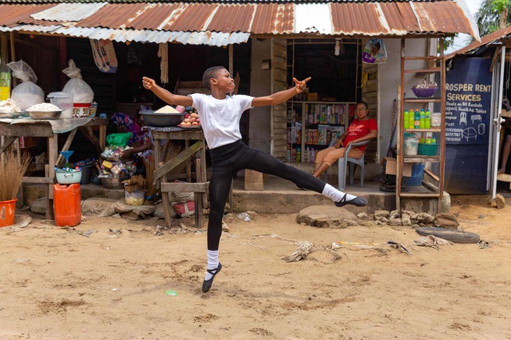 American Ballet Theatre: Ο 11χρονος «Billy Elliot» της Νιγηρίας που χορεύει ξυπόλητος κέρδισε μια χρυσή υποτροφία [vid]