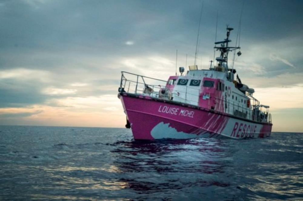 Banksy πλοίο: Το Louise Michel κάνει έκκληση για άμεση βοήθεια μετά από τεράστια επιχείρηση [vid]