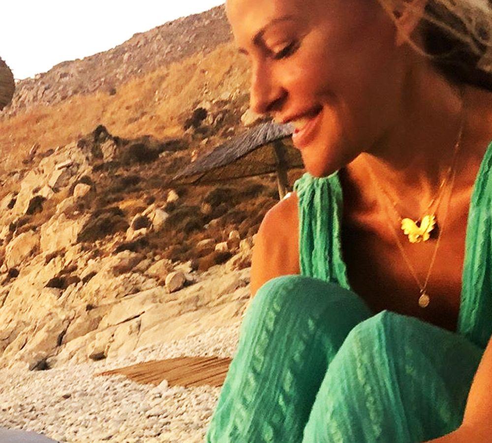 Τζένη Μπαλάτσινού: Ξεκουράζεται στο ησυχαστήριο της στην Πάτμο [pics]