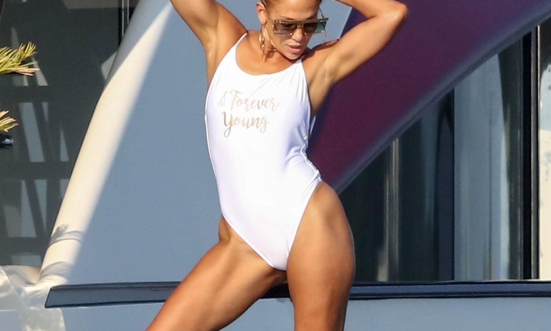 Jennifer Lopez: Μια ακόμη φωτογραφία της 50χρονης σταρ με τους πιο τέλειους κοιλιακούς [pic]