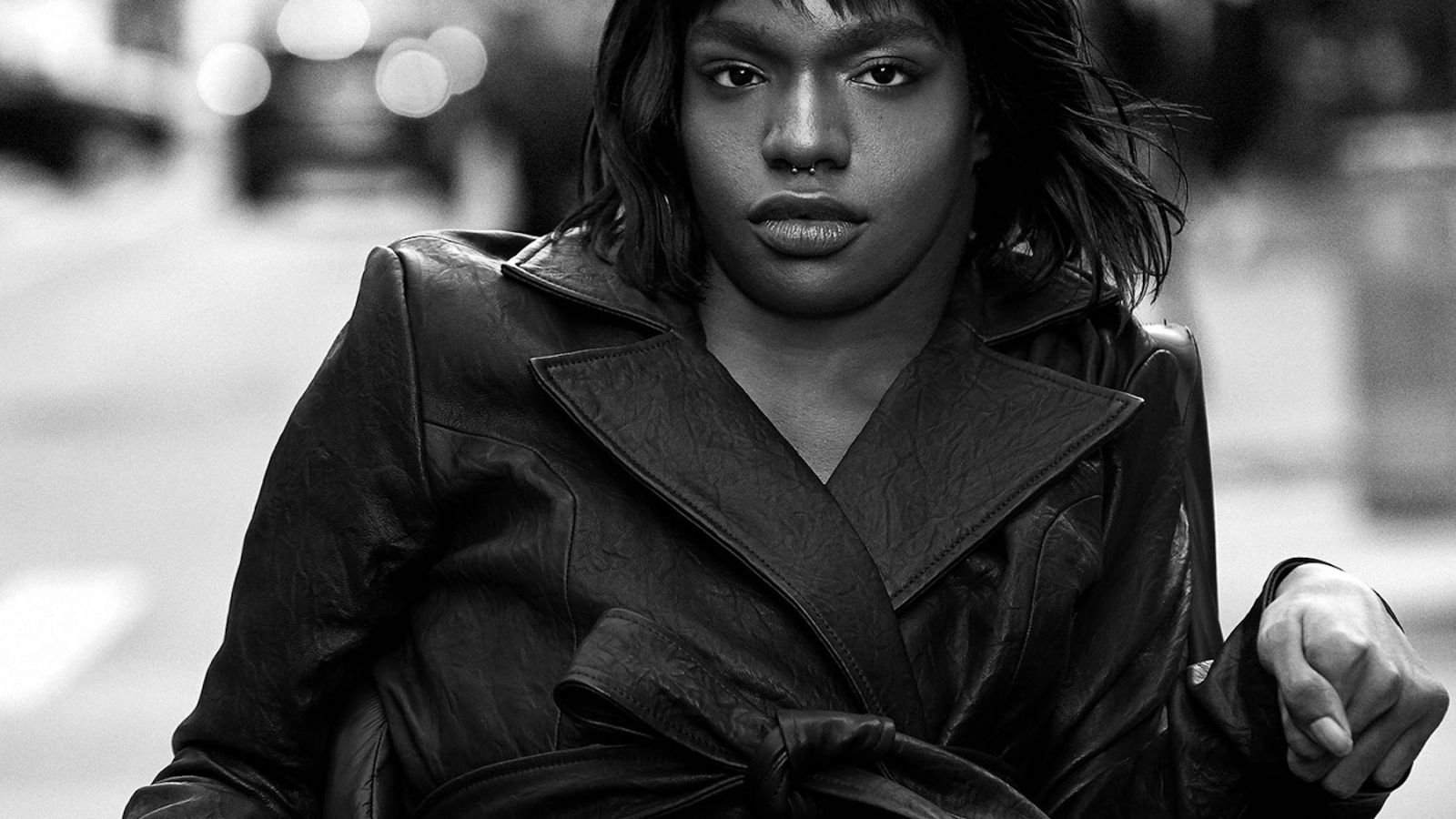 Aaron Philip: Το πρώτο μαύρο, trans μοντέλο με αναπηρία μούσα του Mοschino [pics]