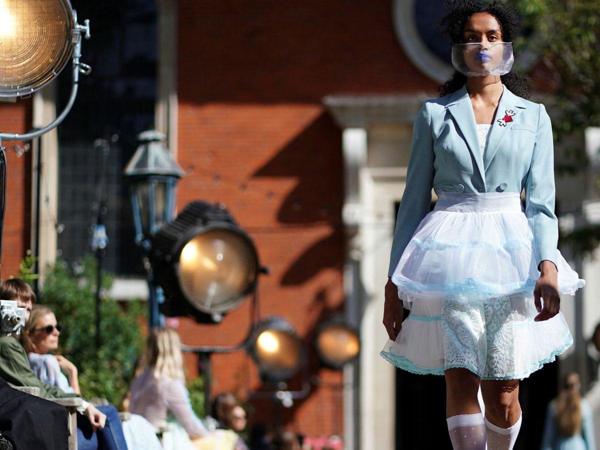 Bora Aksu – London Fashion Week: Μια συλλογή εμπνευσμένη από την πανδημία
