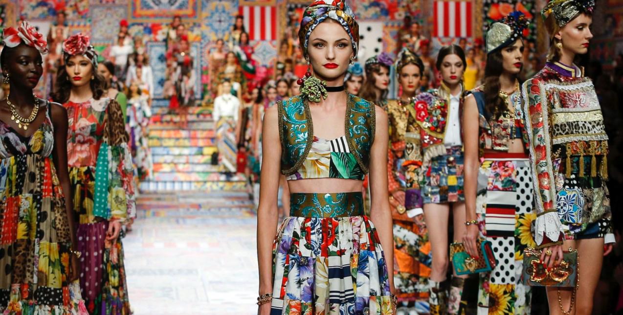 Dolce & Gabbana: Η πιο χρωματιστή συλλογή του οίκου που είδαμε ποτέ, θυμίζει ιταλικό παραμύθι