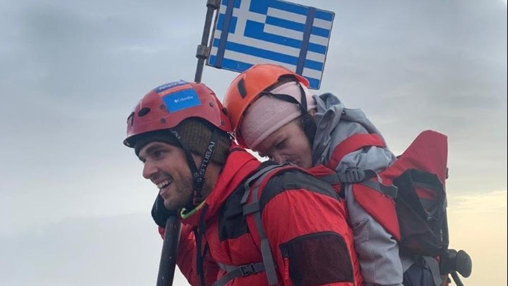 Ο Μάριος και η Ελευθερία στην πιο ψηλή κορυφή του Ολύμπου – «Σήμερα γράφτηκε ιστορία για τα άτομα με αναπηρία»