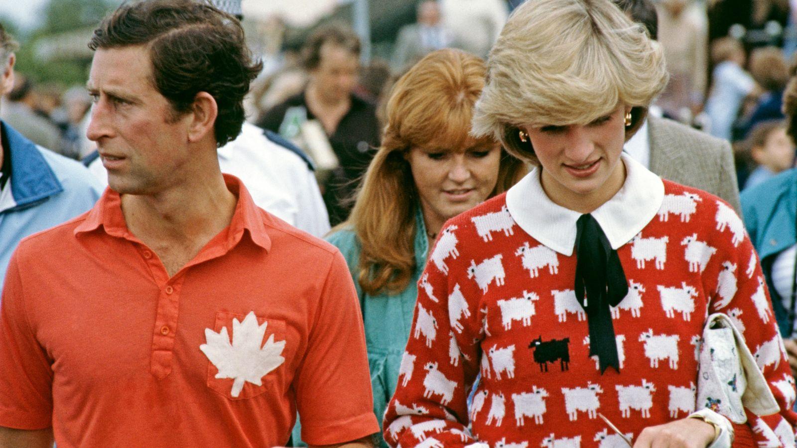 Πριγκίπισσα Νταϊάνα: Επανακυκλοφορούν δύο από τα iconic πουλόβερ της