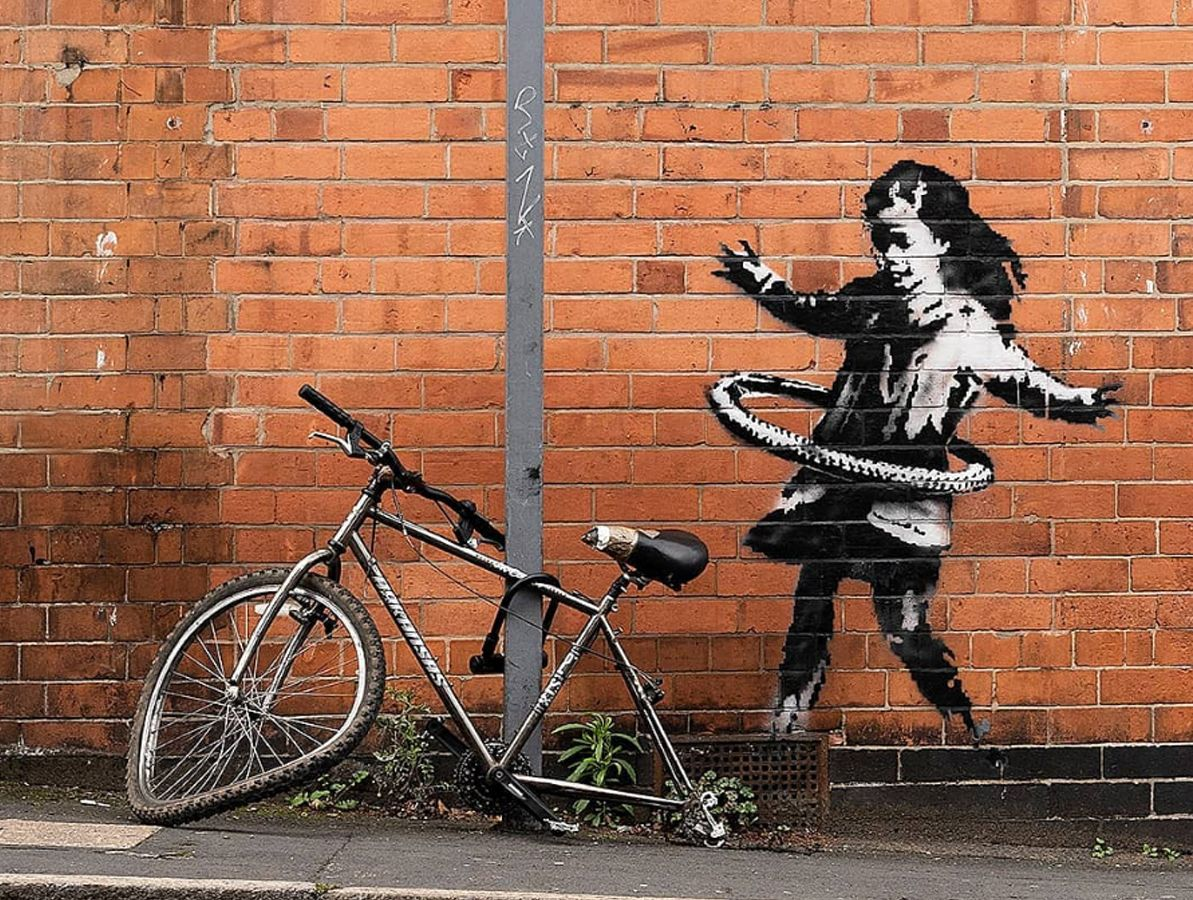 Banksy: Επιβεβαιώνει την πατρότητα για το «Κορίτσι με Χούλα Χουπ» στο Νότιγχαμ