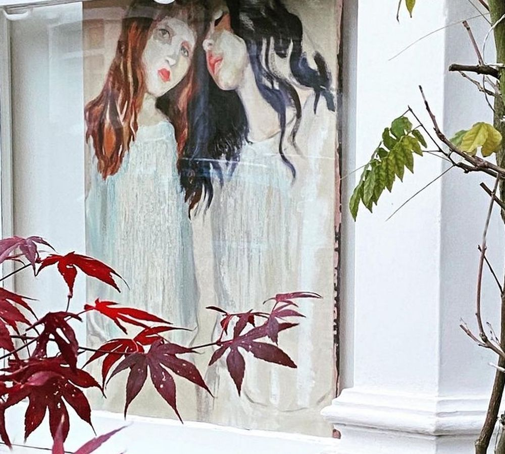 Artists Walk: Βρετανοί καλλιτέχνες εκθέτουν έργα τους στα παράθυρα σπιτιών, λόγω πανδημίας