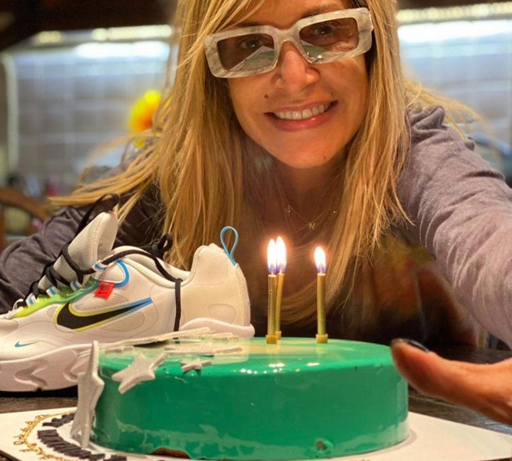 Άννα Βίσση: Η έκπληξη για τα γενέθλια της και τα κεράκια που έσβησε [pics]