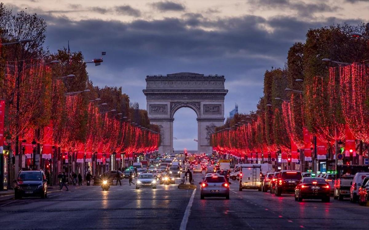 Χριστούγεννα 2020: Εικόνες από όλο τον κόσμο – Διαφορετικά αλλά λαμπερά