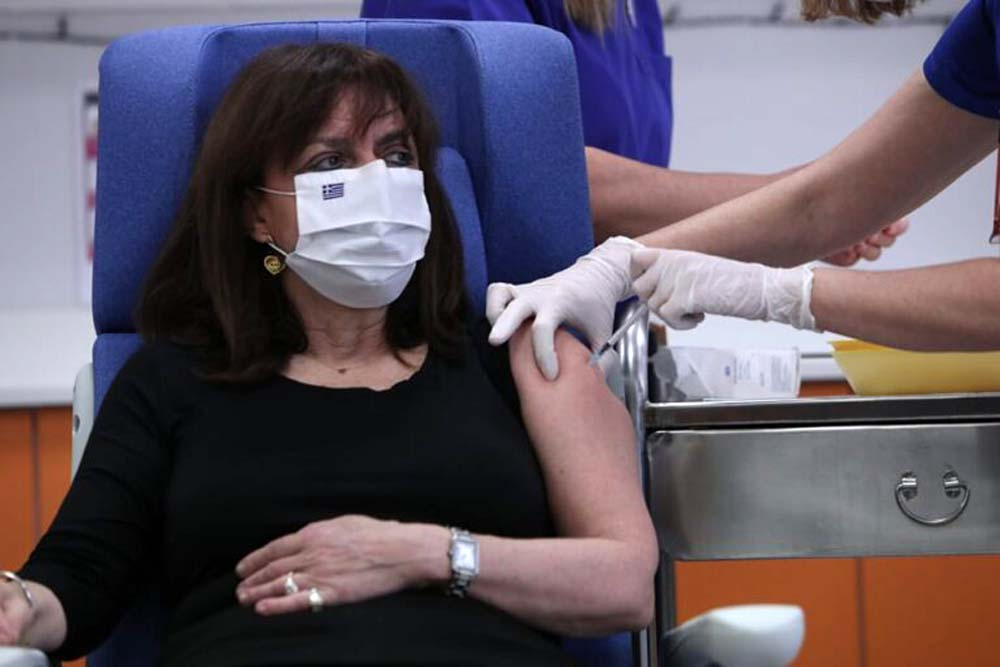 Εμβολιασμός Κατερίνα Σακελλαροπούλου: «Το εμβόλιο είναι το καλύτερο δώρο που μας έκανε η επιστήμη» [vid]