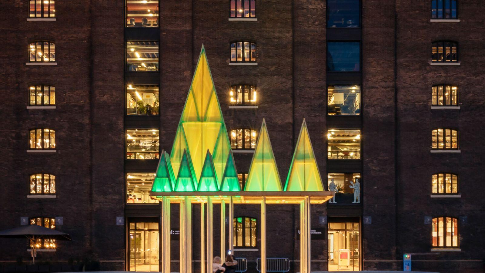 Λονδίνο: Ένα φουτουριστικό, παραμυθένιο δάσος στο κέντρο της πόλης για τις γιορτές
