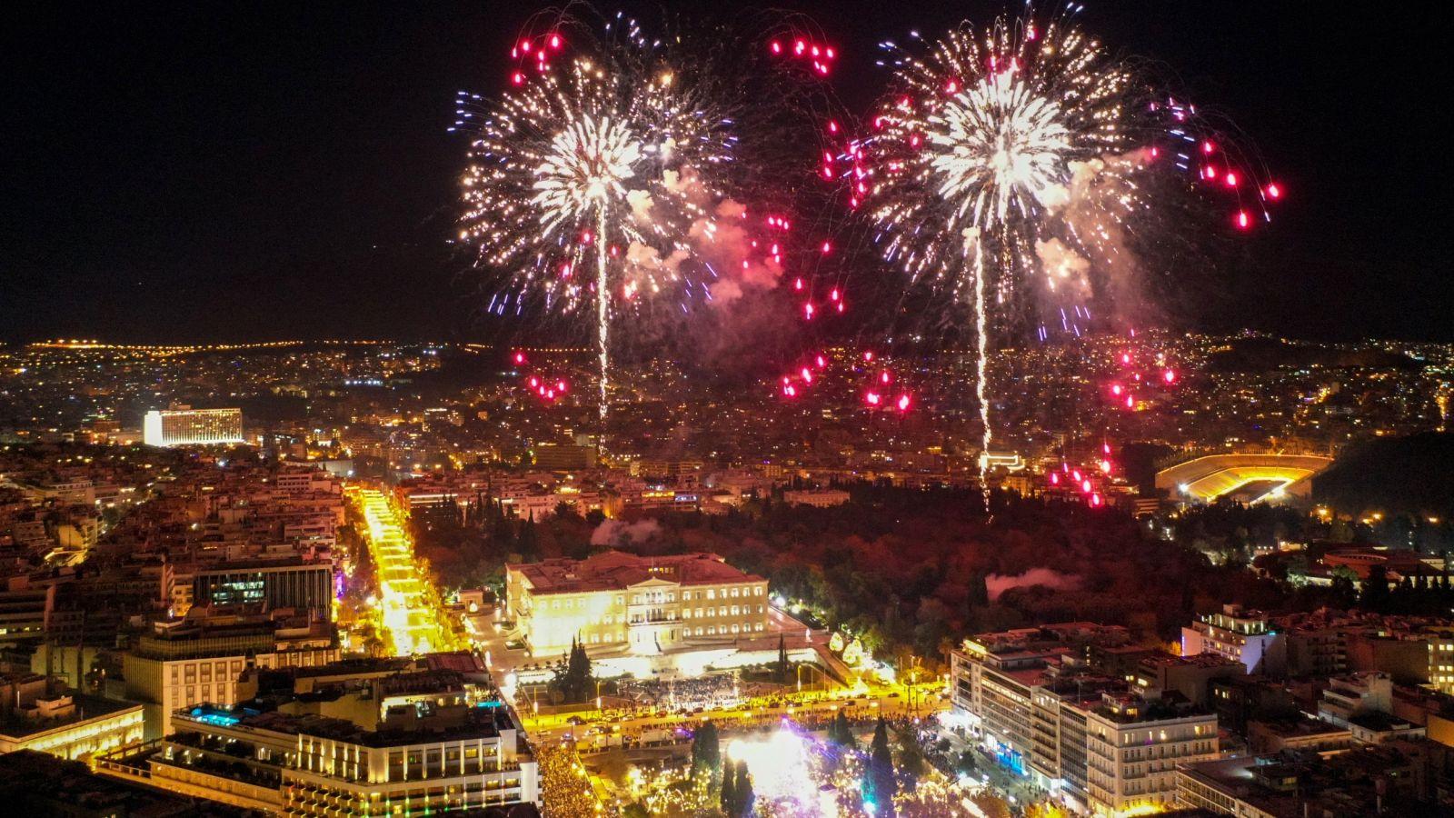 Ρεβεγιόν Πρωτοχρονιάς: Η γιορτή του Δήμου Αθηναίων με τη Μαρία Κίτσου και τον Δημήτρη Γκοτσόπουλο [vid]