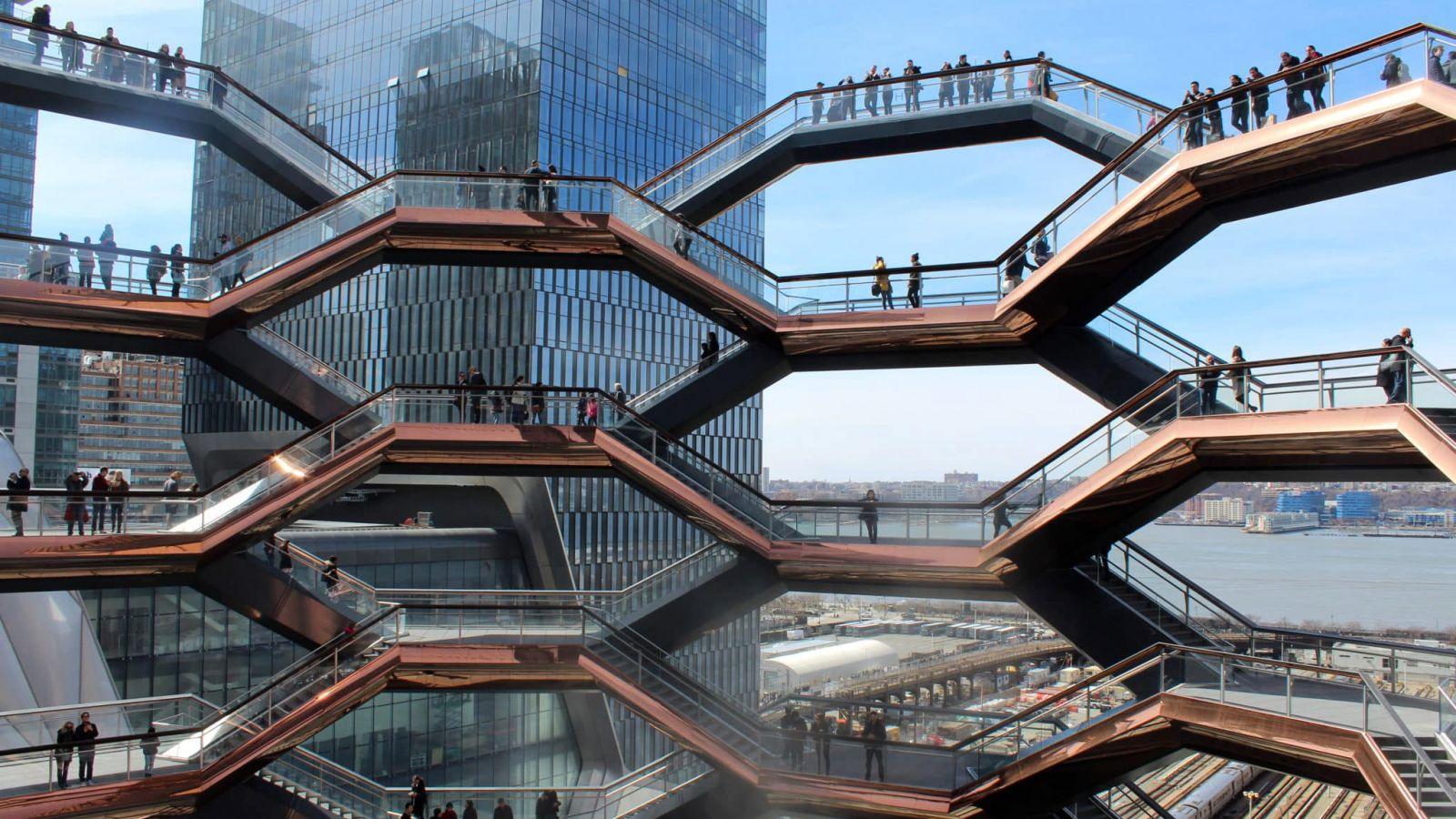 Νέα Υόρκη: Ένα εντυπωσιακό αρχιτεκτόνημα κλείνει για το κοινό καθώς προσελκύει… αυτοκτονίες