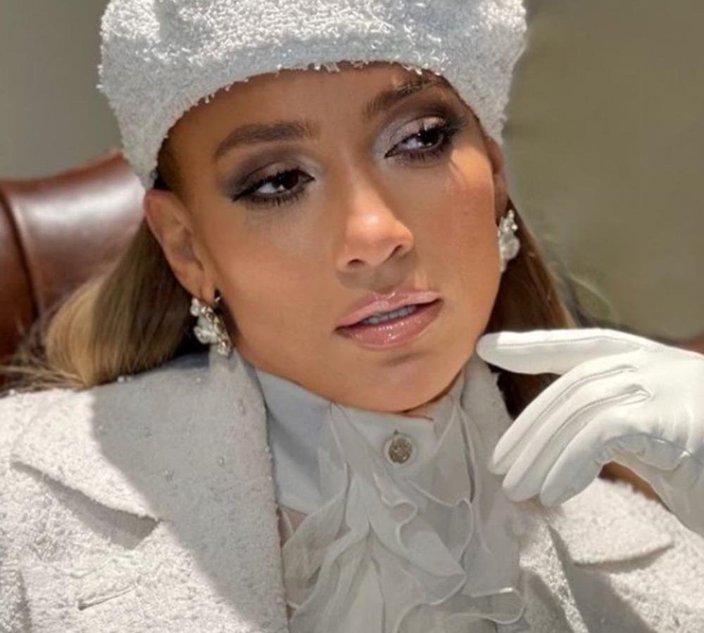 Jennifer Lopez: Η εξαιρετική της εμφάνιση στην τελετή ορκωμοσίας – Lady in White [pics & vid]
