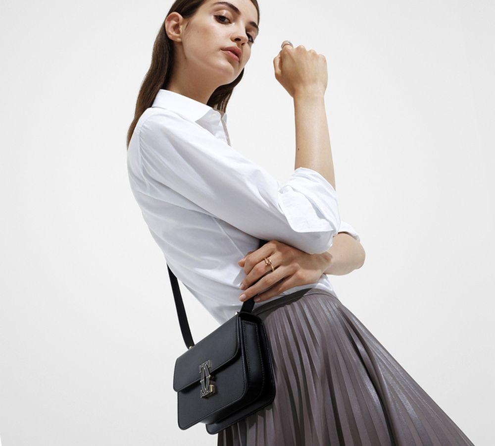 Cartier: Η τσάντα Double C de Cartier είναι το νέο αντικείμενο του πόθου μας